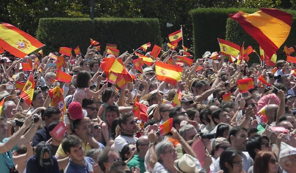 Diese Spanier stehen auf den neuen König, doch es gibt auch Monarchiegegner